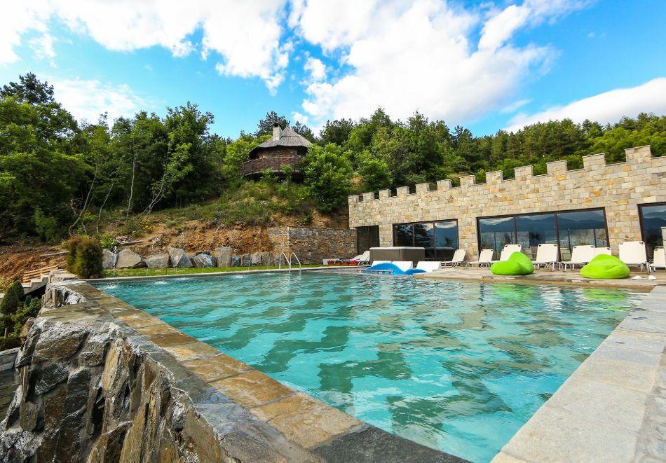 Нощувка на човек със закуска + басейн с минерална вода и релакс зона от хотел Роял Валентина Касъл, Огняново, снимка 8