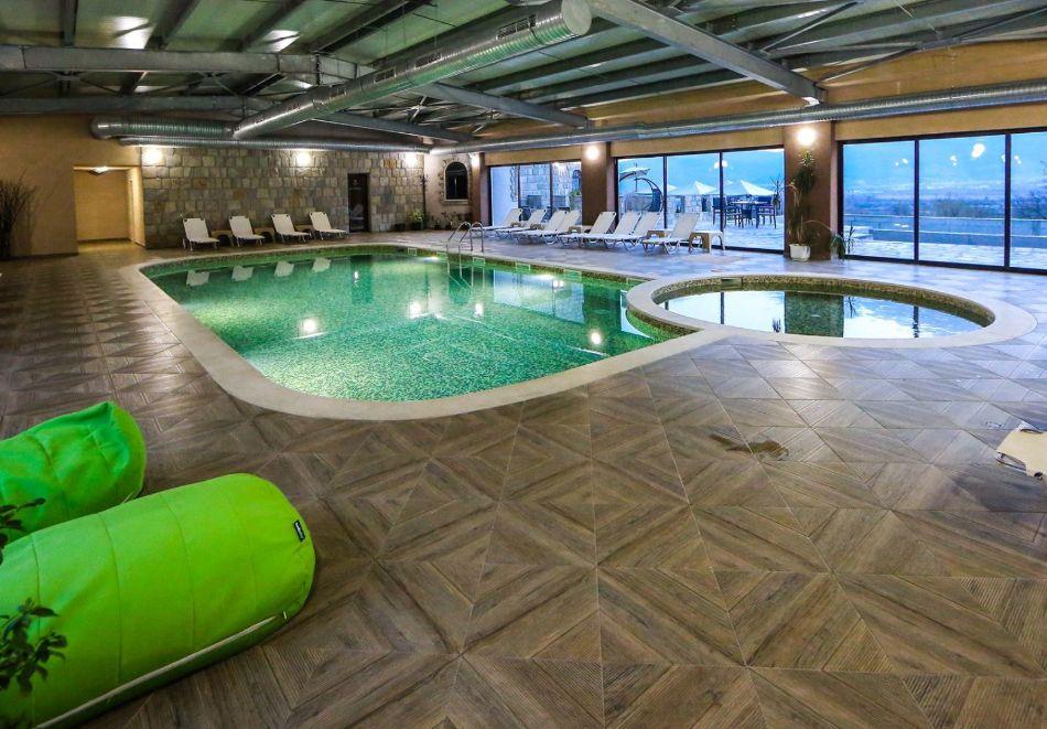 Нощувка на човек със закуска + басейн с минерална вода и релакс зона от хотел Роял Валентина Касъл, Огняново, снимка 13