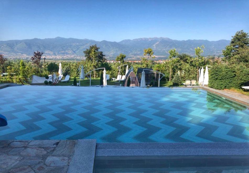 Нощувка на човек със закуска + басейн с минерална вода и релакс зона от хотел Роял Валентина Касъл, Огняново, снимка 4
