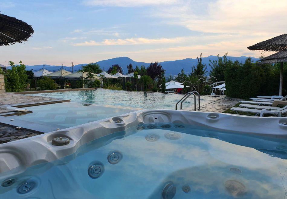 Нощувка на човек със закуска + басейн с минерална вода и релакс зона от хотел Роял Валентина Касъл, Огняново, снимка 10