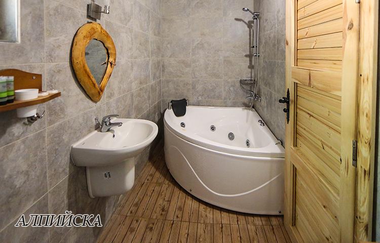Нощувка в еко къщичка със закуска на човек + басейн с минерална вода и релакс зона от хотел Роял Валентина Касъл, Огняново, снимка 11