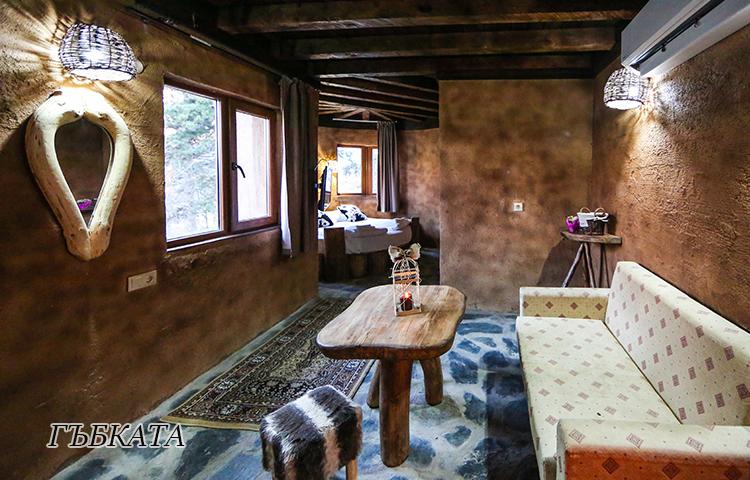Нощувка в еко къщичка със закуска на човек + басейн с минерална вода и релакс зона от хотел Роял Валентина Касъл, Огняново, снимка 3