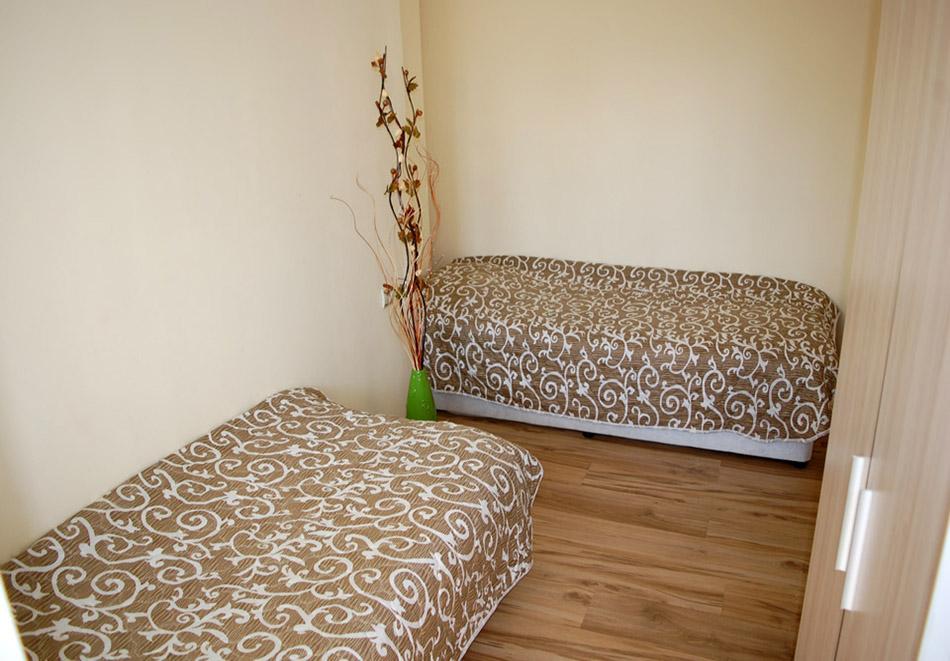 Нощувка в апартамент за четирима в Стаи за гости Трявна, гр.Трявна, снимка 3