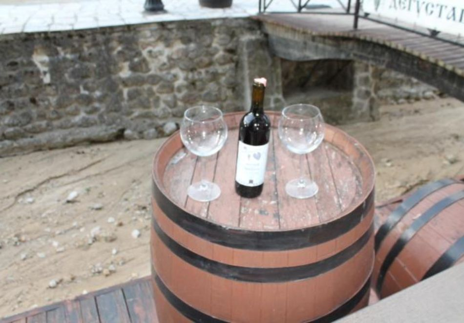 Нощувка на човек със закуска и вечеря + посещение на музея на виното в семеен хотел Булгари***, Мелник, снимка 7