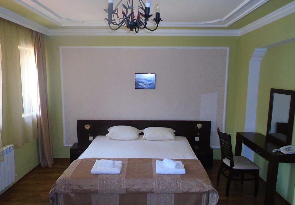 Нощувка на човек със закуска и вечеря + посещение на музея на виното в семеен хотел Булгари***, Мелник, снимка 6