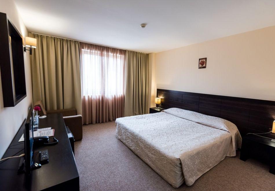 Нова година в Банско! 3 или 4 нощувки на човек със закуски и вечери, едната празнична + басейн и СПА в Парк хотел Гардения****, снимка 5