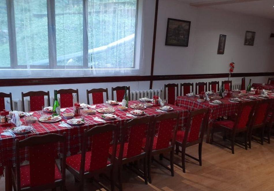 Почивка до Рилски манастир! Нощувка със закуска на човек от Семеен хотел При Мечо, местност Елешница, снимка 16