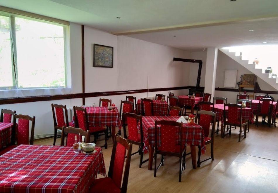 Почивка до Рилски манастир! Нощувка със закуска на човек от Семеен хотел При Мечо, местност Елешница, снимка 15