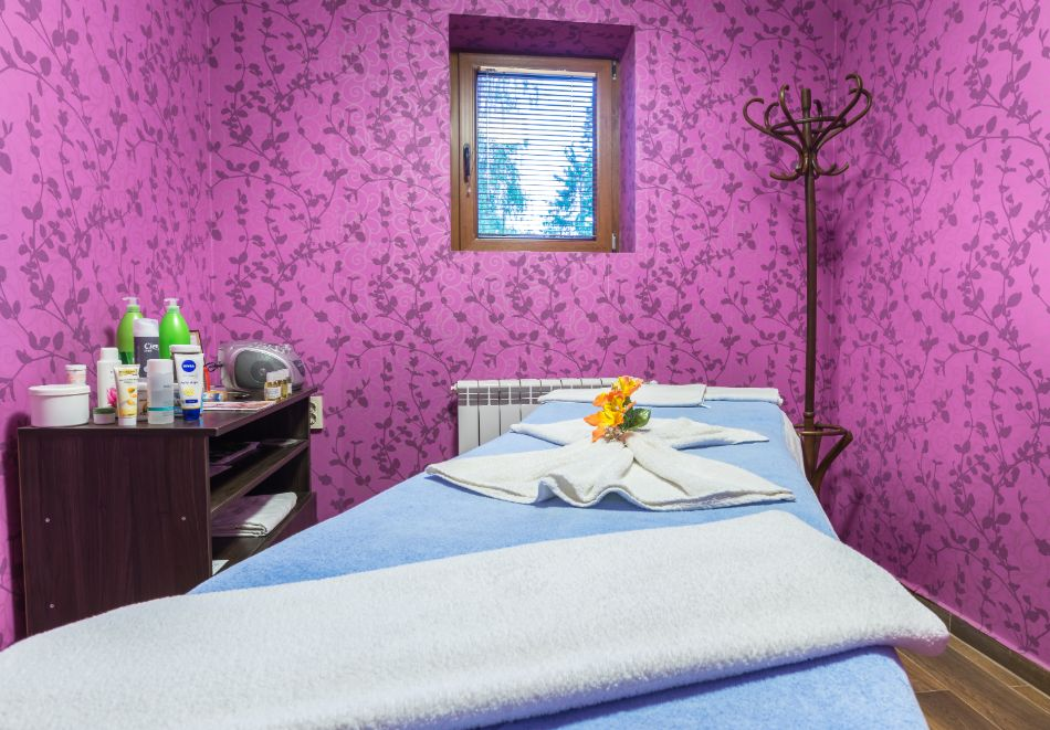Две или три нощувки на човек със закуски + басейн и солна стая в хотел Елина***, Пампорово, снимка 8