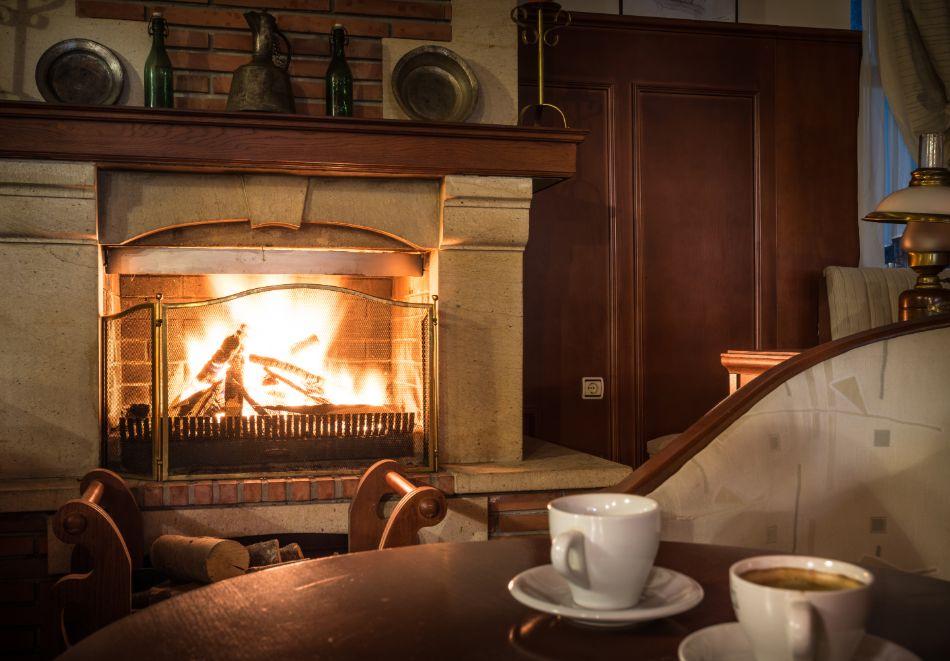 Две или три нощувки на човек със закуски + басейн и солна стая в хотел Елина***, Пампорово, снимка 18