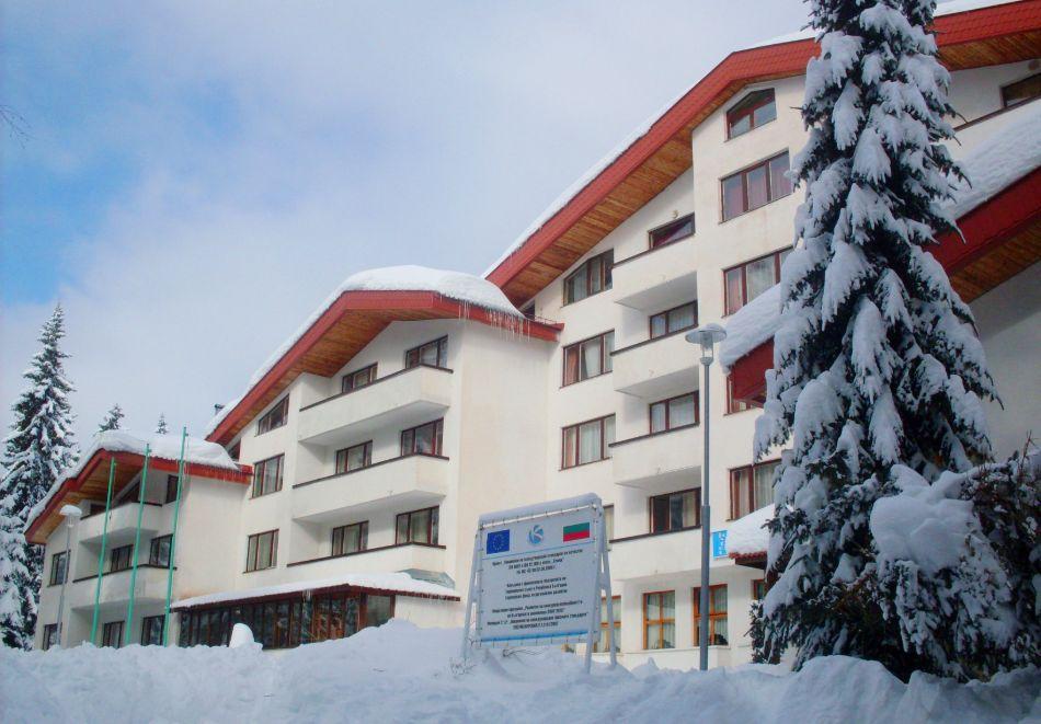 Две или три нощувки на човек със закуски + басейн и солна стая в хотел Елина***, Пампорово, снимка 3