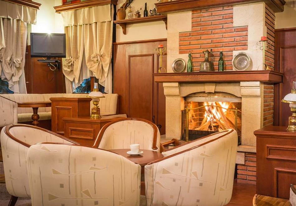 Две или три нощувки на човек със закуски + басейн и солна стая в хотел Елина***, Пампорово, снимка 17