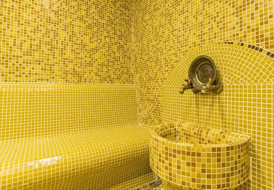 Две или три нощувки на човек със закуски + басейн и солна стая в хотел Елина***, Пампорово, снимка 7