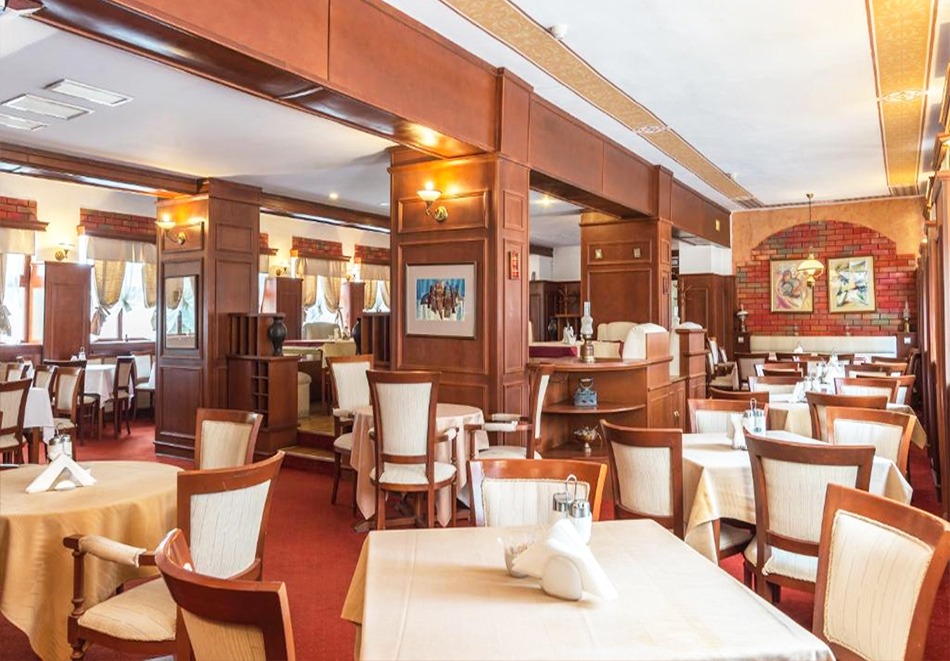Две или три нощувки на човек със закуски + басейн и солна стая в хотел Елина***, Пампорово, снимка 15