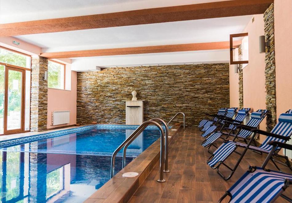 Две или три нощувки на човек със закуски + басейн и солна стая в хотел Елина***, Пампорово, снимка 5