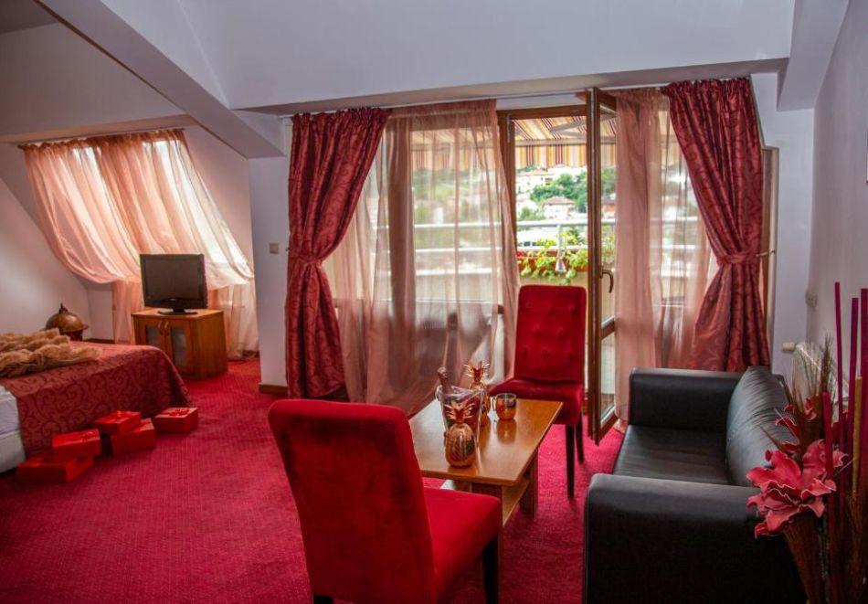 Нощувка на човек със закуска и вечеря + релакс пакет в Семеен хотел Маунтин Бутик, Девин, снимка 11