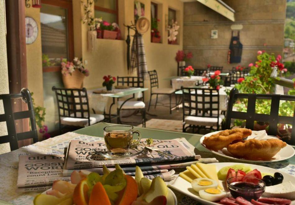 Нощувка на човек със закуска и вечеря + релакс пакет в Семеен хотел Маунтин Бутик, Девин, снимка 19