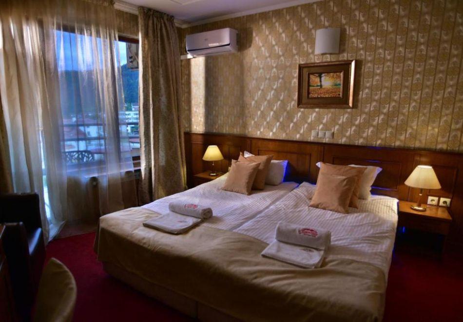 Нощувка на човек със закуска и вечеря + релакс пакет в Семеен хотел Маунтин Бутик, Девин, снимка 5