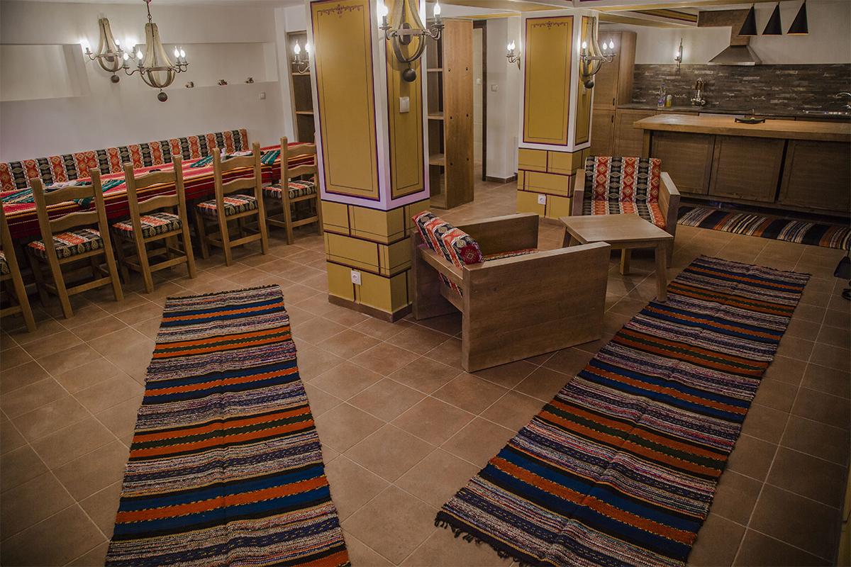 С компанията в Копривщица! Нощувка със закуска и вечеря в самостоятелна къща за 8 или 16 човека от комплекс Ред Хаус, снимка 4