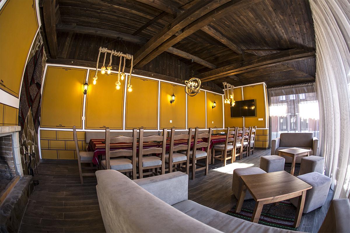 С компанията в Копривщица! Нощувка със закуска и вечеря в самостоятелна къща за 8 или 16 човека от комплекс Ред Хаус, снимка 2