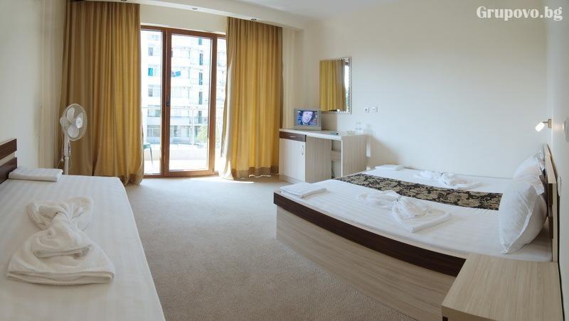 Нощувка на човек в хотел Голдън Лайън, Приморско, снимка 7