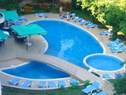 Нощувка на човек на база All Inclusive light  + басейн в Хотел Перуника***, Златни пясъци на 150 м. от плажа, снимка 3