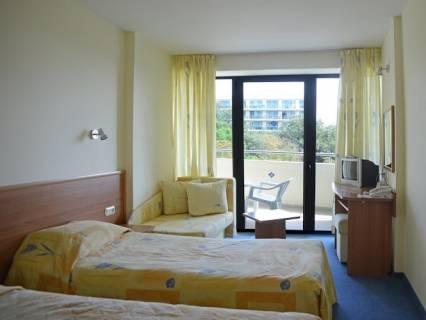 Нощувка на човек на база All Inclusive light  + басейн в Хотел Перуника***, Златни пясъци на 150 м. от плажа, снимка 12