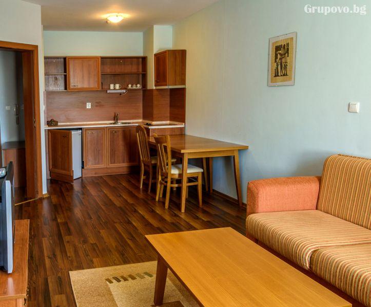 Нощувка на човек в едноспален апартамент + отопляем басей и релакс зона в хотел Евъргрийн, Банско, снимка 6