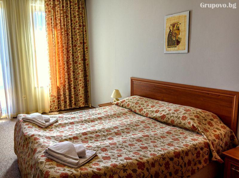 Нощувка на човек в едноспален апартамент + отопляем басей и релакс зона в хотел Евъргрийн, Банско, снимка 8