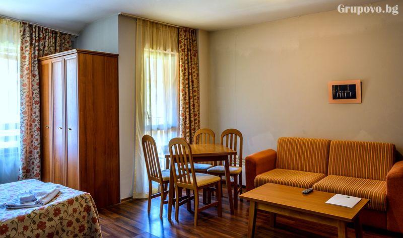 Нощувка на човек в едноспален апартамент със закуска + отопляем басей  и релакс зона в хотел Евъргрийн, Банско, снимка 9