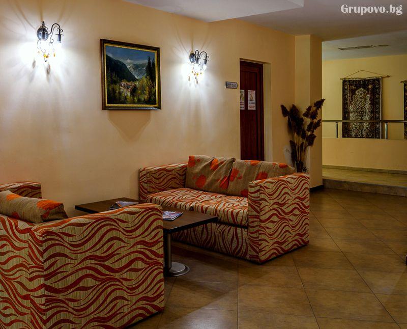 Нощувка на човек в едноспален апартамент + отопляем басей и релакс зона в хотел Евъргрийн, Банско, снимка 5