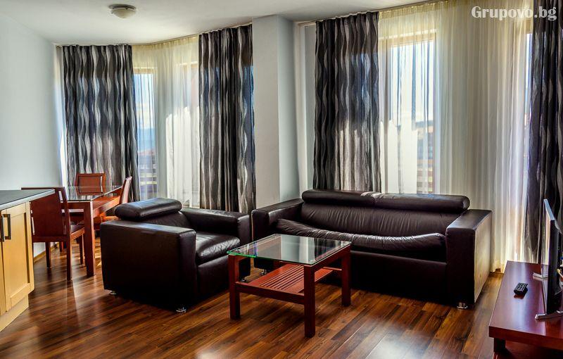 Нощувка на човек в едноспален апартамент + отопляем басей и релакс зона в хотел Евъргрийн, Банско, снимка 11
