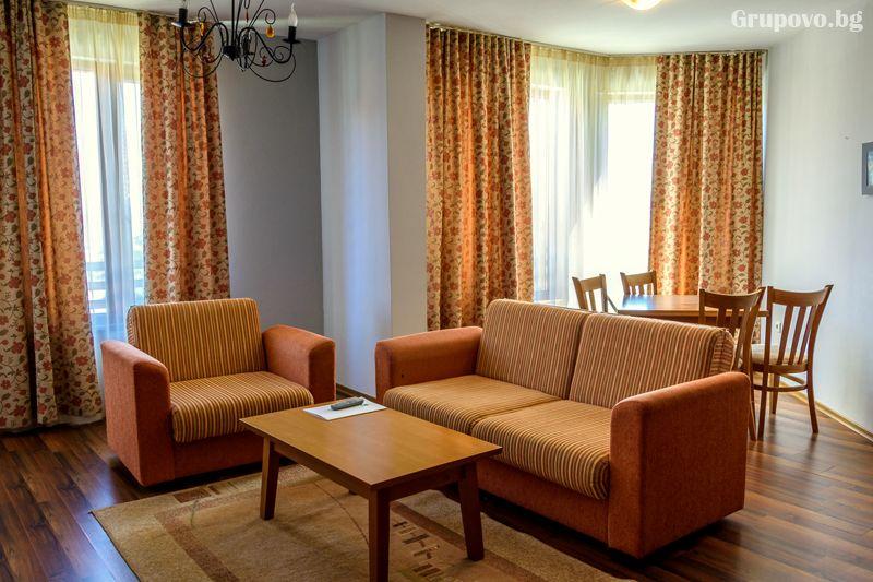 Нощувка на човек в едноспален апартамент + отопляем басей и релакс зона в хотел Евъргрийн, Банско, снимка 7