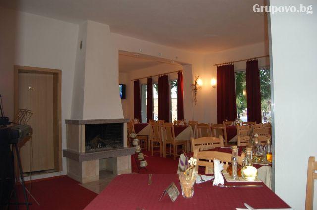 Нощувка на човек със закуска и вечеря в хотел ВИТ, Тетевен, снимка 4
