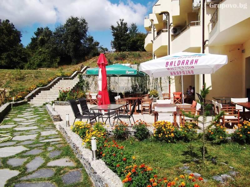Нощувка на човек със закуска и вечеря в хотел Енчеви, с. Кирково!, снимка 6