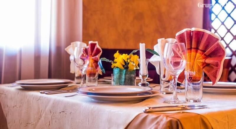 Нощувка на човек със закуска или закуска и вечеря в Семеен Хотел Елеганс, Арбанаси, снимка 7