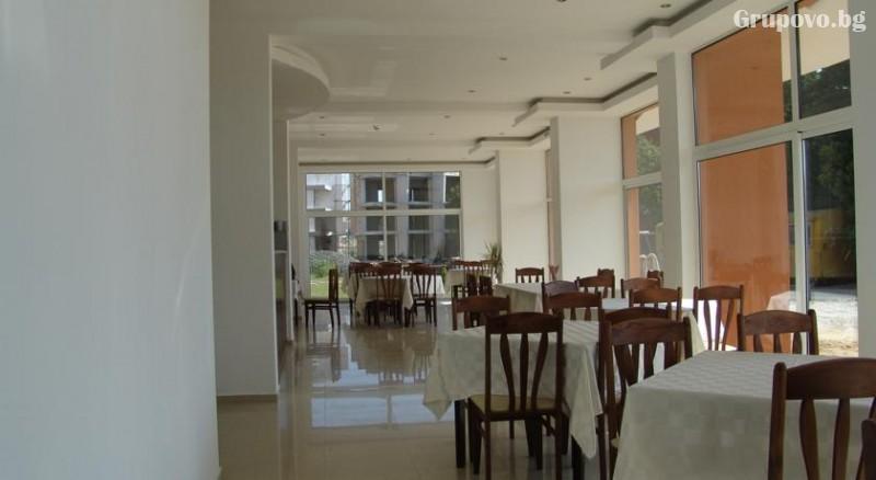 Лято 2021 на 40 метра от плажа в Равда! 5 или 7 нощувки на човек със закуски и вечери в хотел Германа Бийч, снимка 7