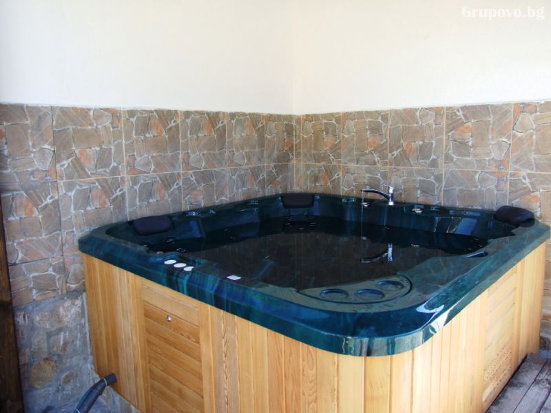 Релакс център с ГОРЕЩА минерална вода + 20 лечебни процедури в Стрелча. 5 нощувки, закуски, обеди*, вечери в Митьовата къща, снимка 6