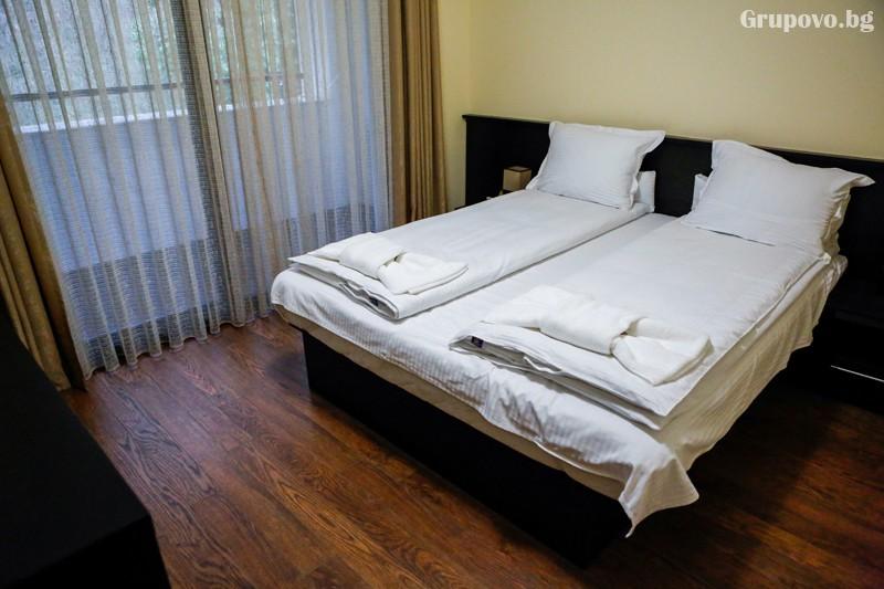 Нощувка на човек със закуска и вечеря + минерален басейн от хотел СПА Оазис, Огняново, снимка 4