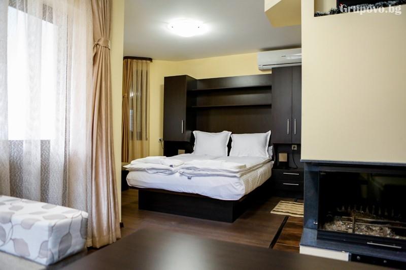 Нощувка на човек със закуска и вечеря + минерален басейн от хотел СПА Оазис, Огняново, снимка 5