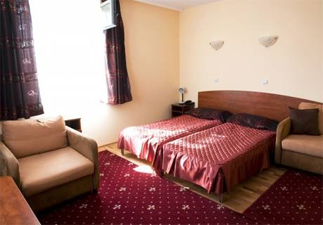 Великден в хотел Дипломат Парк***, Луковит! 2 нощувки на човек със закуски и вечери, едната празнична + СПА пакет, снимка 3
