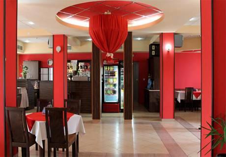 Свети Валентин в Луковит! Нощувка на човек със закуска и романтична вечеря в хотел Дипломат Парк*** + басейн и СПА зона в хотел Дипломат Плаза****, снимка 7