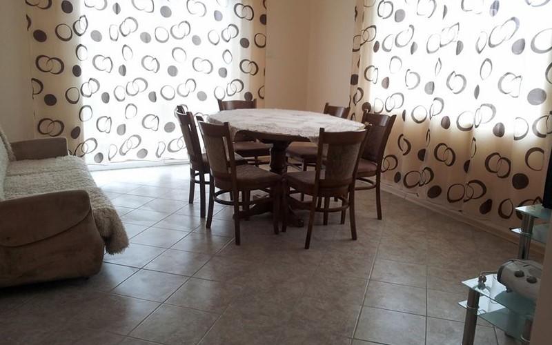 Нощувка със закуска и вечеря на човек в хижа механа Весело на село, във Вилно селище Свети Влад, край Иракли, снимка 7