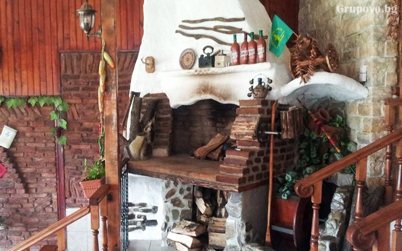 Нощувка със закуска и вечеря на човек в хижа механа Весело на село, във Вилно селище Свети Влад, край Иракли, снимка 8