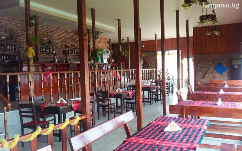 Нощувка със закуска и вечеря на човек в хижа механа Весело на село, във Вилно селище Свети Влад, край Иракли, снимка 4