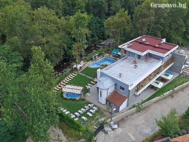 Нощувка на човек със закуска и вечеря + външен топъл минерален басейн и релакс зона от хотел Бохема***, Огняново, снимка 2