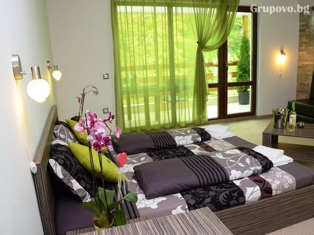 Нощувка на човек със закуска и вечеря + външен топъл минерален басейн и релакс зона от хотел Бохема***, Огняново, снимка 9