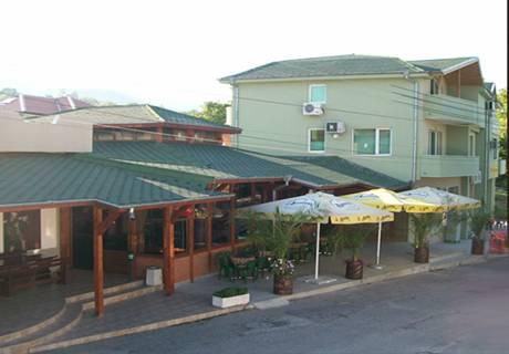 Хотел Авалон, село Червен