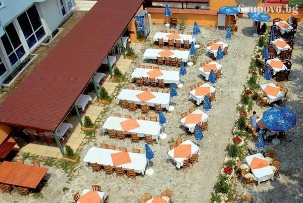 Лято в Приморско на 100 метра от плажа! Нощувка на човек със закуска и вечеря в хотел Конкордия Плаза 2, снимка 5