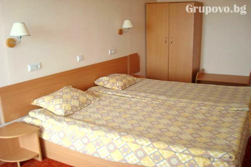 Нощувка в стая с изглед море на човек + басейн в Хотел Вежен,  к.к. Чайка, Златни пясъци, снимка 5